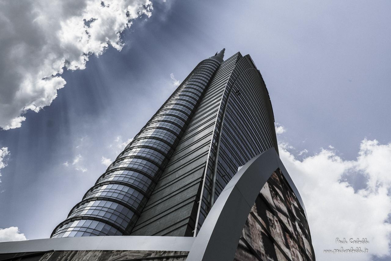 """Non la Milano che tutti conosciamo, immagini della """"nuova Milano che è nata intorno a Piazza Gae Aulenti, considerata una delle più belle al mondo. Geometrie urbane amo definire questi mie scatti."""
